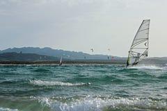 La Sardegna praticante il surfing Immagine Stock