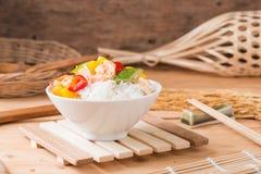 la sauce aigre-doux a fait frire avec le calmar de crevette de fruits de mer Photo stock