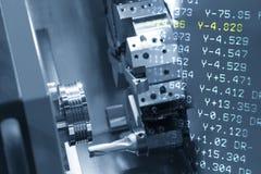 La scène abstraite de la machine de tour de commande numérique par ordinateur Photo libre de droits