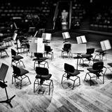 La scène de musique, avant l'exposition Regard artistique en noir et blanc Photographie stock libre de droits