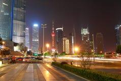 La scène de rue de l'avenue de siècle à Changhaï, Chine. Photographie stock