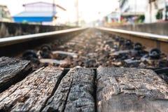 La scène sert de feuille de vieux bois brun Et le backgroun Photos libres de droits