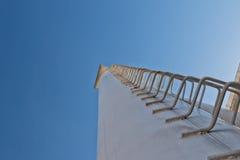 La scala della tecnologia è saldata dall'alta raffineria del tubo Fotografia Stock