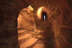 La scala dentro della torre nubile (Bacu) fotografia stock libera da diritti