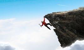 La scalata estrema è la sua adrenalina Fotografia Stock