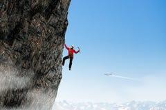 La scalata estrema è la sua adrenalina Fotografie Stock Libere da Diritti