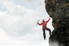 La scalata estrema è la sua adrenalina Fotografia Stock Libera da Diritti