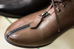 La scarpa delle donne di cuoio marroni del calzino. Fotografia Stock Libera da Diritti