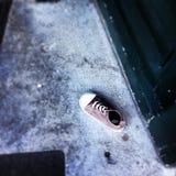 La scarpa mancante del bambino casuale Fotografia Stock Libera da Diritti