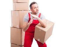 La scatola della tenuta del tipo della consegna ed il tempo di fabbricazione fuori gesture fotografie stock libere da diritti