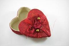 La scatola rossa del cuore con è aumentato Immagini Stock