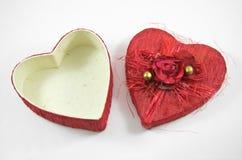 La scatola rossa del cuore con è aumentato Fotografia Stock