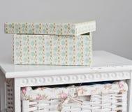 La scatola sul lato del letto Fotografia Stock Libera da Diritti