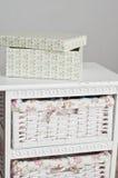 La scatola sul lato del letto Fotografie Stock