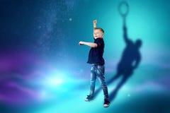 La scelta della professione, il futuro del bambino I sogni del ragazzo di trasformarsi in un tennis Professione di concetto, spor illustrazione di stock