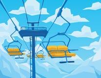 La scena dell'inverno con l'ascensore di sci, montagne abbellisce e cielo blu Immagine Stock Libera da Diritti