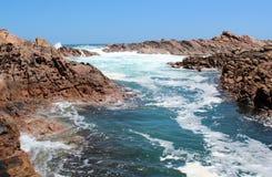La schiumatura delle acque al canale oscilla l'Australia ad ovest Immagini Stock