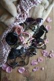 La sciarpa rosa delle donne, pelliccia, vetri Immagini Stock Libere da Diritti