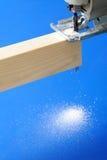 La scie sauteuse a vu une partie de bois Photo stock