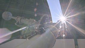 La science Aperçu du coronographe solaire sous le dôme de la haute solaire d'observatoire dans les montagnes du clips vidéos