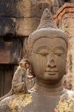 La scimmia ama Buddha Fotografia Stock Libera da Diritti