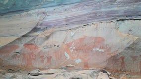 La scogliera di verniciatura preistorica Pha Tam thailand fotografia stock