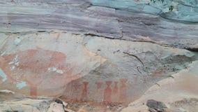 La scogliera di verniciatura preistorica Pha Tam thailand immagine stock