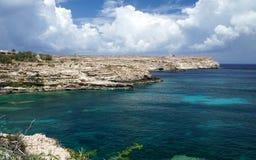 La scogliera ed il mar Mediterraneo Fotografia Stock