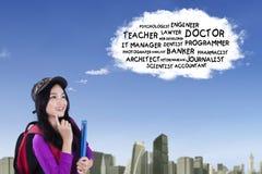 La scolara asiatica ritiene i lavori da sogno Fotografie Stock Libere da Diritti