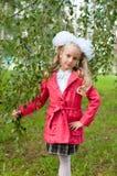 La scolara si è vestita nella foresta della betulla Immagine Stock Libera da Diritti