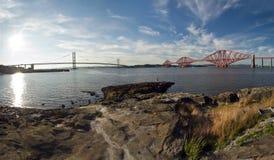 La Scozia, avanti ponte ferroviario ed avanti ponte della strada Fotografie Stock Libere da Diritti