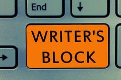 La scrittura concettuale della mano che mostra lo scrittore s è blocco Stato del testo della foto di affari di non potere pensare fotografie stock