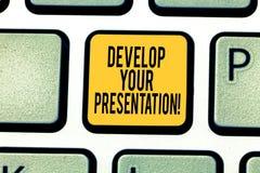 La scrittura del testo della scrittura sviluppa la vostra presentazione Il significato di concetto migliora parlare pubblico o pr fotografia stock