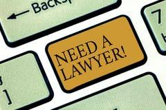 La scrittura della nota showingNeed un avvocato Foto di affari che montra offerta del consiglio di consulenza dell'avvocato di co immagine stock libera da diritti