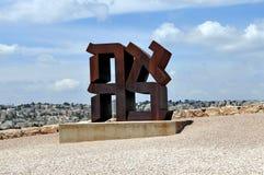 La sculpture en Israel Museum - en Ahava par Robert Indiana Photographie stock libre de droits