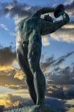 La sculpture en lanceur de disque dans la ville d'Athènes, Grèce photographie stock libre de droits