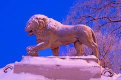 La sculpture en lion au remblai d'Amirauté dans Sain Images stock