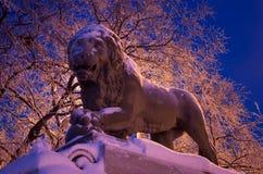 La sculpture en lion dans le St Petersbourg, Russie Images libres de droits