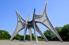 La sculpture L'Homme en Alexander Calder Image stock