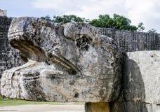La sculpture serpentine ruine Chichen-Itza Mexique image libre de droits