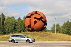 La sculpture la sphère opposée dans LuleÃ¥ image stock