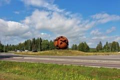 La sculpture la sphère opposée dans LuleÃ¥ photo libre de droits