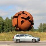 La sculpture la sphère opposée dans LuleÃ¥ photographie stock libre de droits