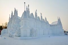 La sculpture sur neige - bâtiments blancs Photos stock