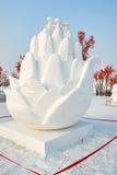 La sculpture sur neige - fleurs Image stock