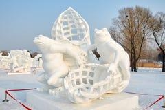 La sculpture sur neige - la grenouille Photographie stock