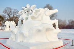 La sculpture sur neige - le cheval Photos stock