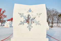 La sculpture sur neige - le coeur de neige Photo libre de droits