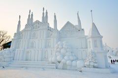 La sculpture sur neige - les bâtiments de neige Image libre de droits