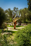 La scultura della fiamma di Etzioni nel giardino di Bloomfield, Gerusalemme Fotografie Stock Libere da Diritti
